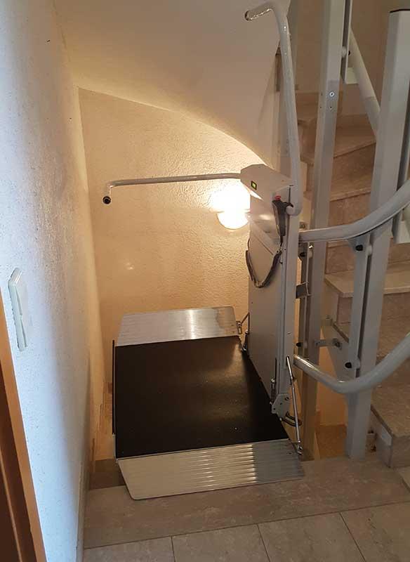 Rollstuhllift Kurven Treppe